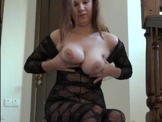 Пошлая порно мама толстушка мастурбирует свою пизду