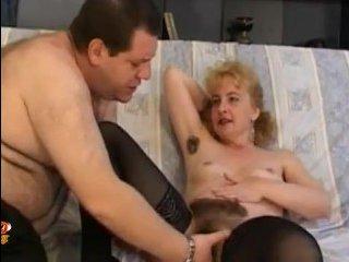 Волосатая мамаша кончает на члене взрослого любовника