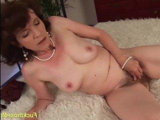 Дикий секс: волосатая мамаша трахается с родным сыном