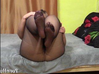 Волосатая мамка мастурбирует пилотку и мнет обвисшие груди