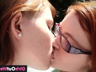 Рыжие лесбиянки не стесняются трахаться прямо на улице