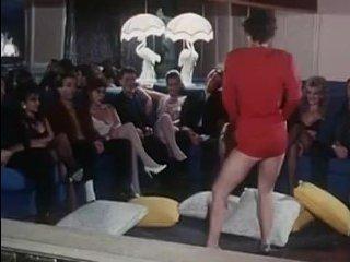 Художественный ретро порно-фильм: мамки с волосатыми пиздами отдаются во все щели