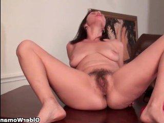 Интригующая порно нарезка волосатые письки зрелых мамок получают наслаждение