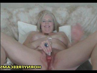 Мастурбация старушки страпоном закончится оргазмом