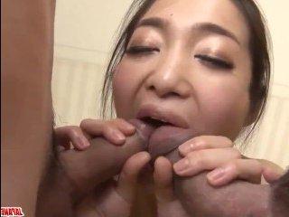Японка сосет сперму мужа и его непосредственного начальника