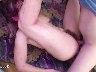 Возбудившись, молодой сын трахает волосатую маму в киску