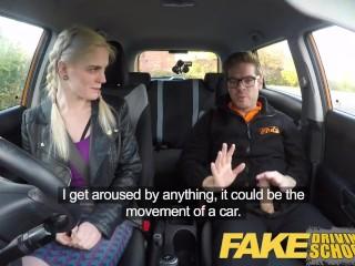 Ебля в машине с молодой белокурой студенткой